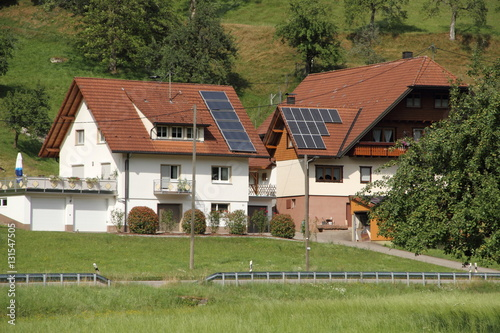 haus im schwarzwald mit solaranlage stockfotos und. Black Bedroom Furniture Sets. Home Design Ideas