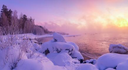 зимний пейзаж утром на реке, Россия, Урал