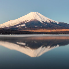 冬の山中湖、逆さ富士