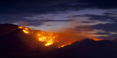 Burning Wildfire at Sunset Fotomurales