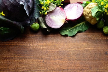 アブラナ科の野菜と紫色の根菜類