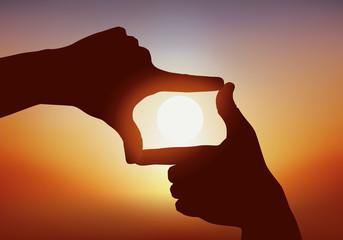 Mains - Cadrage - Coucher de soleil - perspective