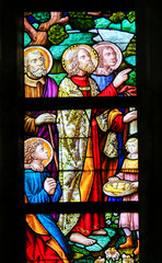 Fototapete - Stained Glass - Feeding the Multitude