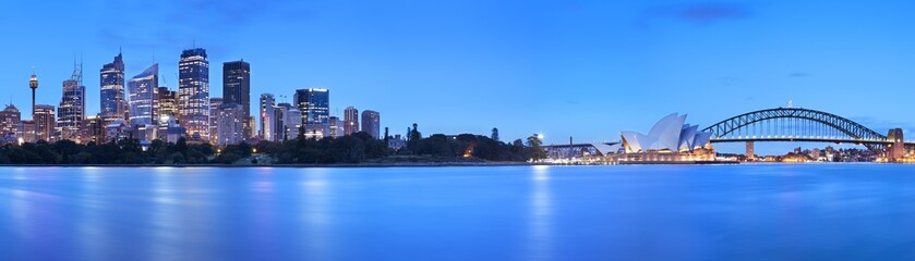 Fototapeten Sydney Harbour Bridge and Sydney skyline, Australia at dawn