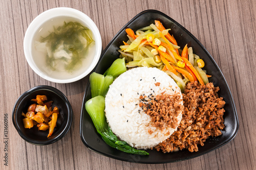 """""""Steamed Rice with Red-Cooked Pork,Chinese fast food"""" 스톡 ..."""