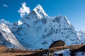 Fototapete - Summit of Mt. Ama Dablam from route to Kongma La, Himalayas, Solu Khumbu, Nepal