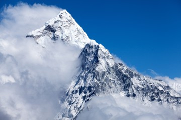 Wall Mural - Summit of Mt. Ama Dablam from route to Cho La, Himalayas, Solu Khumbu, Nepal