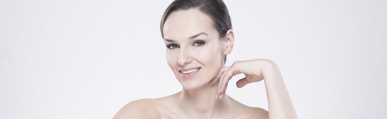 Smiling brunette in natural make-up