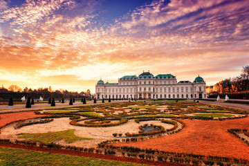 Poster Wenen Belvedere, Vienna, view of Upper Palace and beautiful royal garden in sunrise light, colorful landscape, Austria, Europe