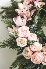 Papiers peints Fleurs Vintage Florist makes Christmas wreath in workshop