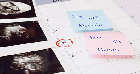 Baby names and ultrasonic photos on the terms calender