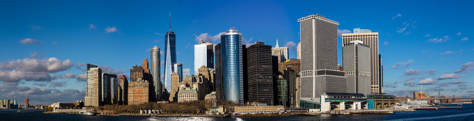 Fototapeta View of the Manhattan skyline from the ferry to State Island