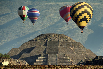 Balloons above pyramid of the moon - Teotihuacan, Mexico