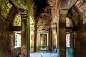 Foto auf Acrylglas Ruinen Inside Angkor Wat
