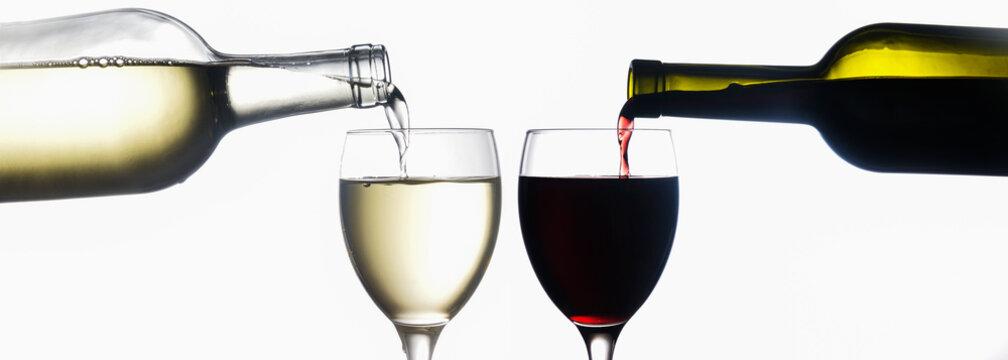 Rotwein und Weißwein aus Flasche in Glas eingießen, Panorama