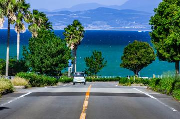 ドライブに最高の道 海へと続く道