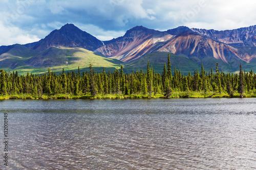 lake in alaska stockfotos und lizenzfreie bilder auf. Black Bedroom Furniture Sets. Home Design Ideas