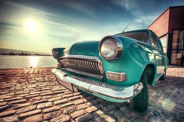 Fond de hotte en verre imprimé Vintage voitures Vintage car near the sea