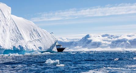Schiff in der Antarktis