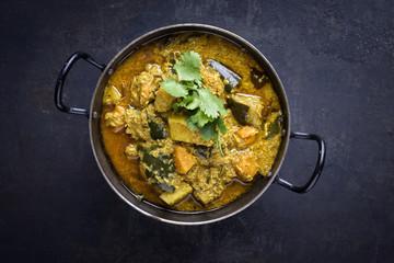 Kartoffel Curry in Schale