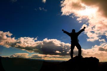 zirvedeki başarılı adam & başarma mutluluğu