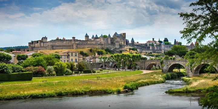 Vue panoramique du château et village médiéval de Carcasonne