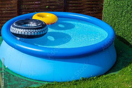Pool im garten stockfotos und lizenzfreie bilder auf for Garten pool xxl