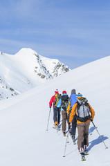 gemeinsam auf Skitour unterwegs