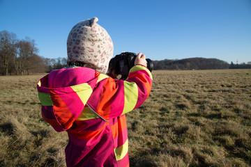 Kleines Kind, Mädchen fotografiert; Little child, girl photographed