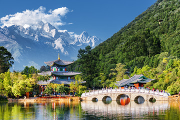 Poster de jardin Chine Amazing view of the Jade Dragon Snow Mountain, Lijiang, China