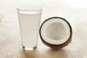 Spoed Foto op Canvas Milkshake Coconut with a glass of coconut water