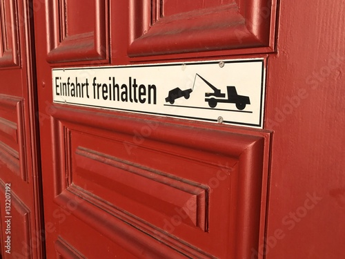 schild einfahrt freihalten fotos de archivo e im genes. Black Bedroom Furniture Sets. Home Design Ideas