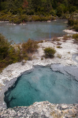 Vulkanischer Heißwasserpool auf der Nordinsel Neuseelands