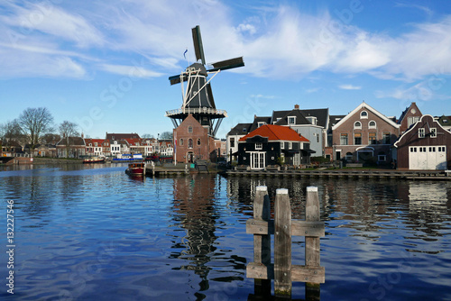 moulin vent haarlem pays bas stock photo and royalty free images on pic. Black Bedroom Furniture Sets. Home Design Ideas