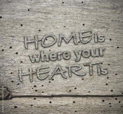 home is where your heart is typo holzschild hw stockfotos und lizenzfreie bilder auf. Black Bedroom Furniture Sets. Home Design Ideas