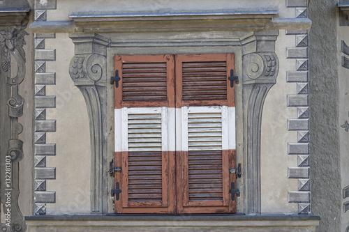 Vecchia finestra alpina zdj stockowych i obraz w for Finestra vecchia