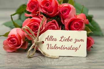 Rosen und Karte zum Valentinstag