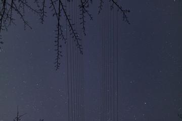 送電線の先に広がる宇宙