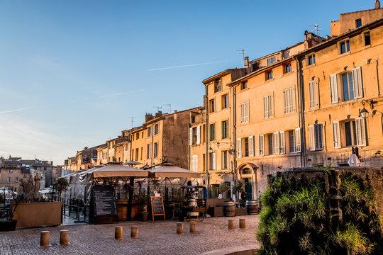 Fontaine Amado sur la place des Cardeurs à Aix en Provence