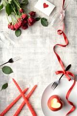 赤い薔薇の花束と林檎