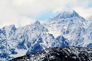 Tatry Polskie 06.05.2016 Widok na Wysokie Tatry z Rusinowej Polany ..n/z Od lewej Sniezny Szczyt 2467 m, Lodowy Zwornik (Hiller-Turm) 2507 m, -Lodowy Szczyt (Jeg-volgyi-csucs) 2630 m