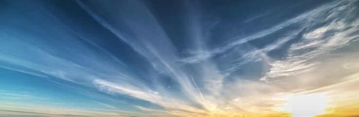 Fotobehang - scattered clouds at sunset