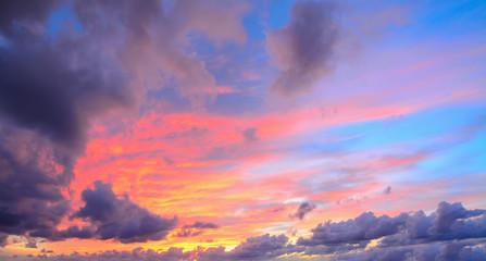 Fotobehang - clouds in a pink sky
