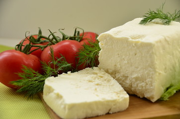 Kahvaltılık beyaz peynir ve salkım domates