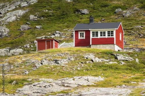 landschaft mit h tten in norwegen photo libre de droits. Black Bedroom Furniture Sets. Home Design Ideas