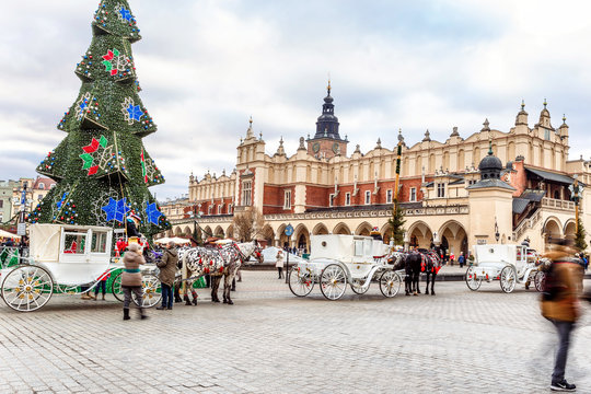 Fair in KRAKOW. Main Market Square and Sukiennice in the evening.