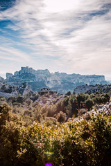Panorama sur le village et le château des Baux de provence