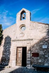 Chapelle des Pénitents Blancs dans le village des Baux-de-Provence