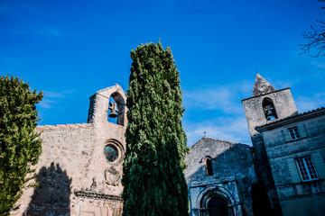 Chapelle  et église dans le village des Baux-de-Provence