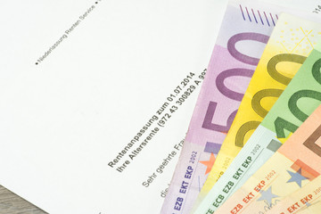 Ein Rentenbescheid und Geld